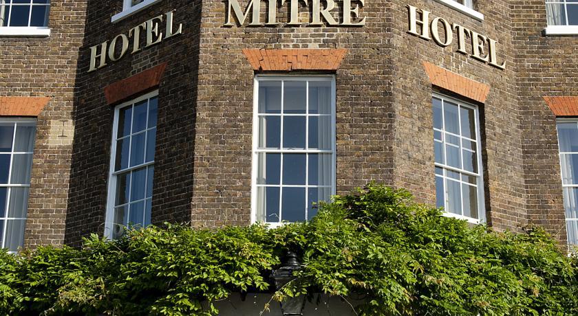 Carlton Mitre Hotel